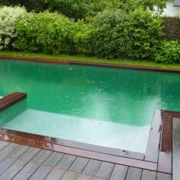 Schwimmteich mit hellgrüner Teichfolie