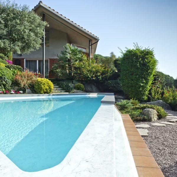 Schwimmbecken hellblau mit Alkorplan Vanity Schwimmbeckenabdichtung