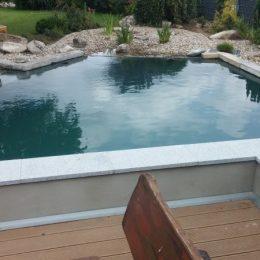 Schwimmteich und Terrasse in Barbing