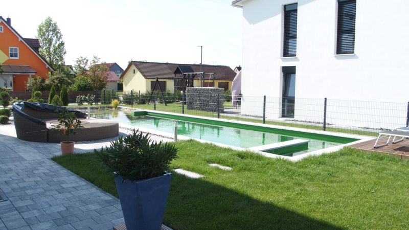 Gesamtsicht Schwimmteich in Bad Abbach, Niederbayern