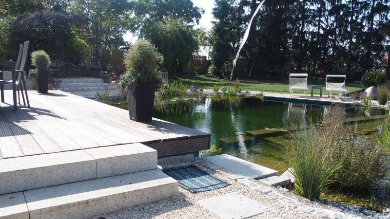 Stufen in Teich und Garten