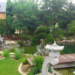 Teichbau: Accessoirs für Ihren Pool - hochwertige Gartendusche aus Holz