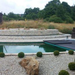 Terrasse über Schwimmteich