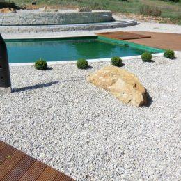 Gartengestaltung und Schwimmteich in geometrisch harmonischem Einklang