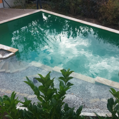 Konische Form eines Schwimmteichs
