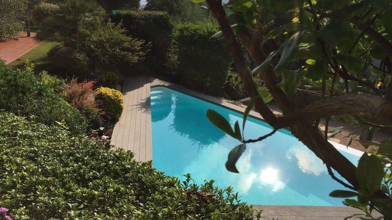 Schwimmbadbau: Von klassich schlicht bis exklusiv in unterschiedlichen Formen und Designs