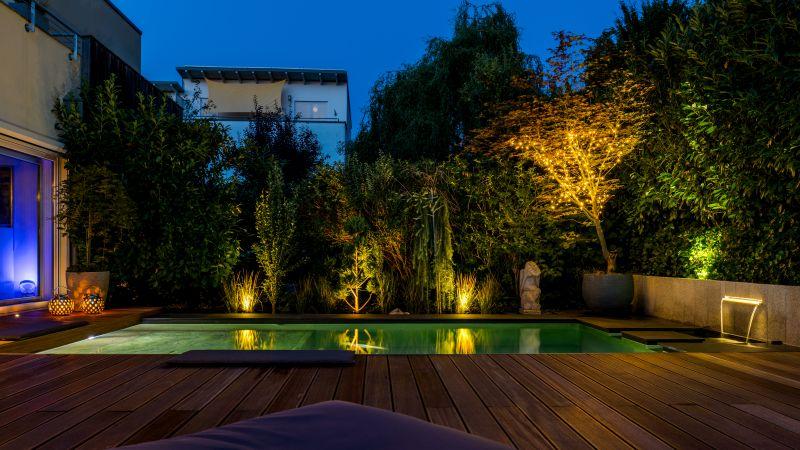 Wassergarten, Pool mit Holzboden